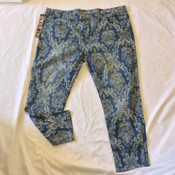 a6274a22cd4 Women s Plus size Dollhouse paisley pattern jeans